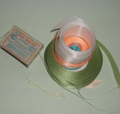 Изготовление цветов из атласной ленты.  Тычинки.  Нитка с иголкой.